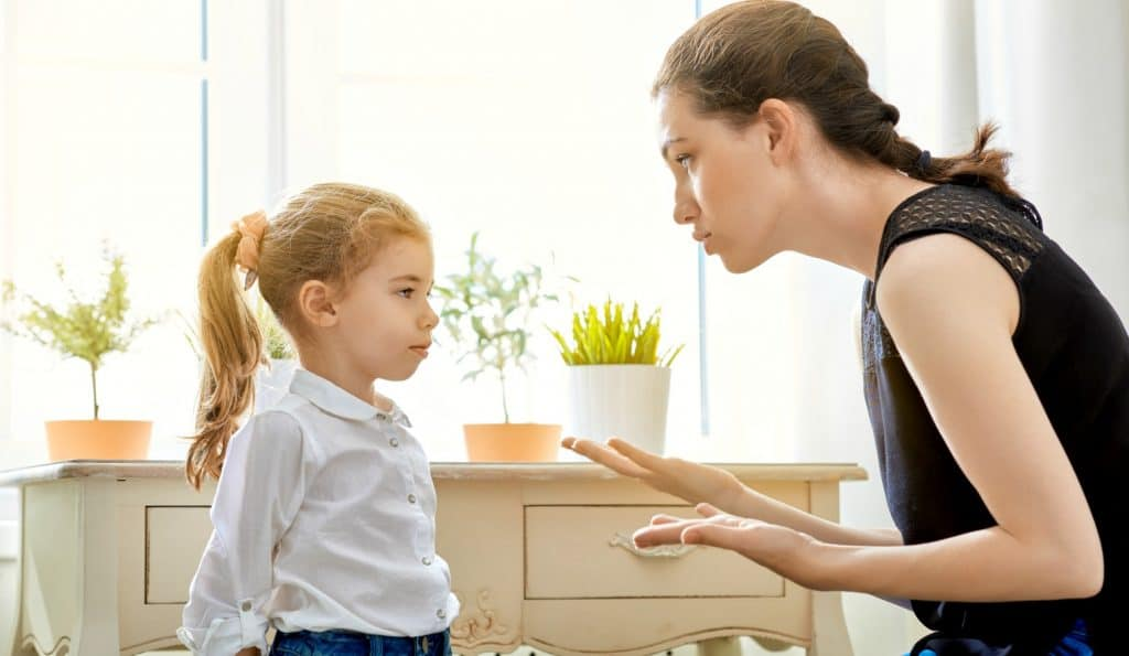 mom correcting daughter by using positive reinforcement to change behavior